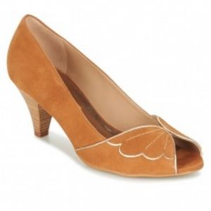 BOCAGE French suede cognac Daphne pump with wings